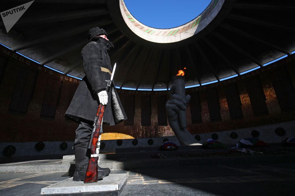 俄罗斯各地区庆祝祖国保卫者日。