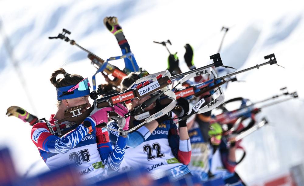 世界杯冬季两项女子集体起跑项目比赛。
