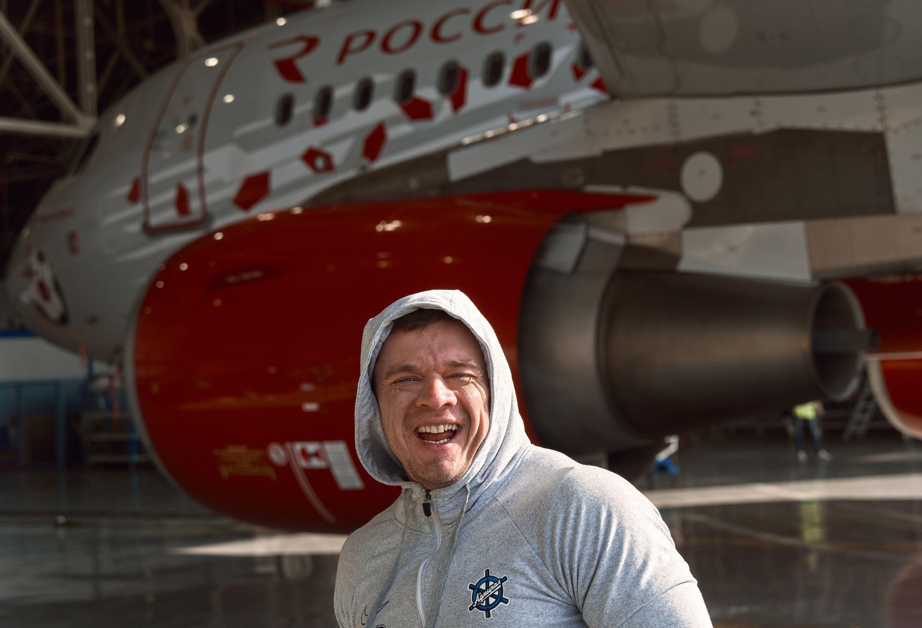 俄罗斯大力士拖动40吨空客A-39飞机创下纪录