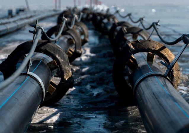 贝加尔湖拆除一家中国瓶装水生产厂