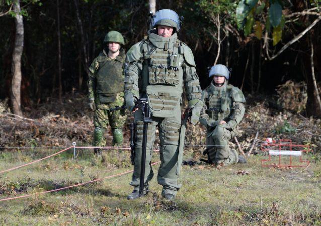 俄工兵清除纳卡地区1500公顷区域的未爆弹药
