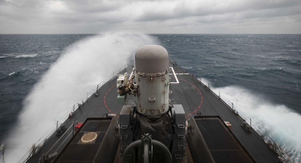 """美国导弹驱逐舰""""约翰·麦凯恩""""号"""