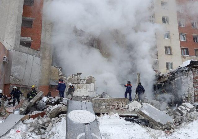 俄下诺夫哥罗德一栋九层楼房的半地下层发生燃气爆炸
