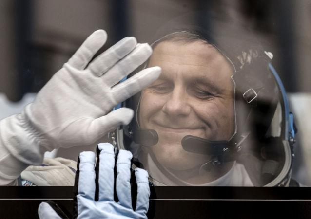 美新型飞船国际空间站之行俄方一备选宇航员离开航天大队