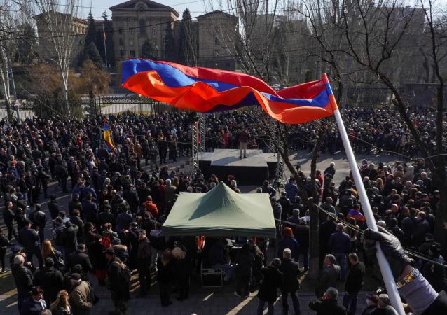亚美尼亚反对派宣布继续封锁议会并计划举行集会