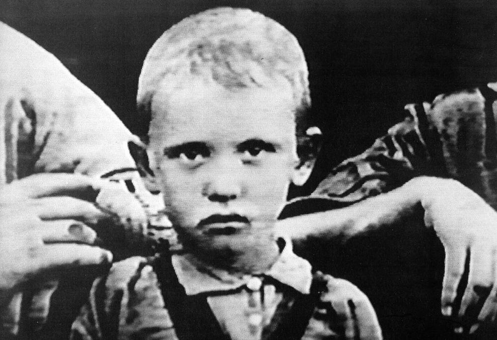 戈尔巴乔夫幼年时期照片。