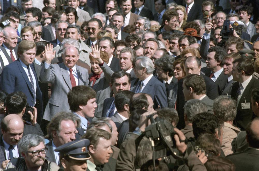1988年,戈尔巴乔夫访问南斯拉夫社会主义联邦共和国。