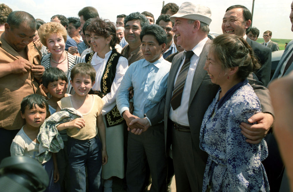 1991年,戈尔巴乔夫视察哈萨克斯坦。