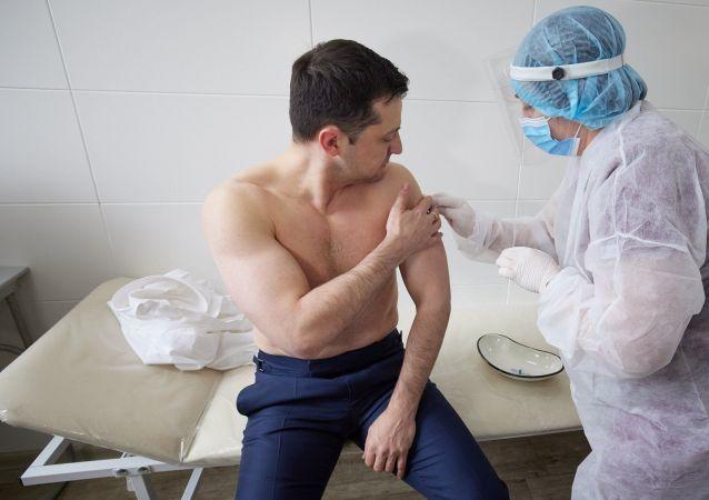 乌克兰总统接种牛津/阿斯利康疫苗