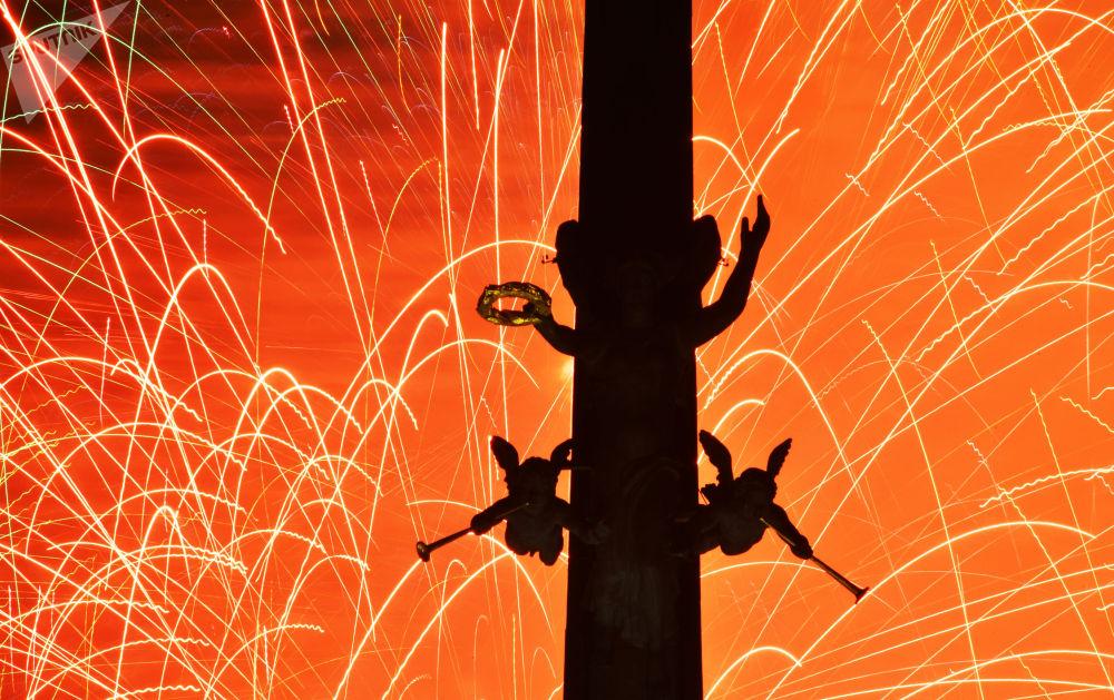 祖国保卫者日焰火表演。