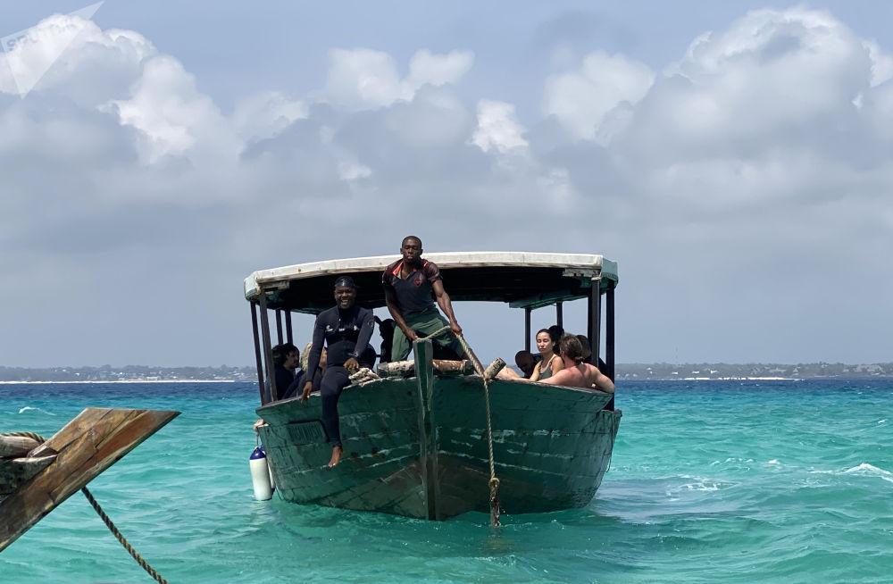 桑季巴尔群岛渡船。