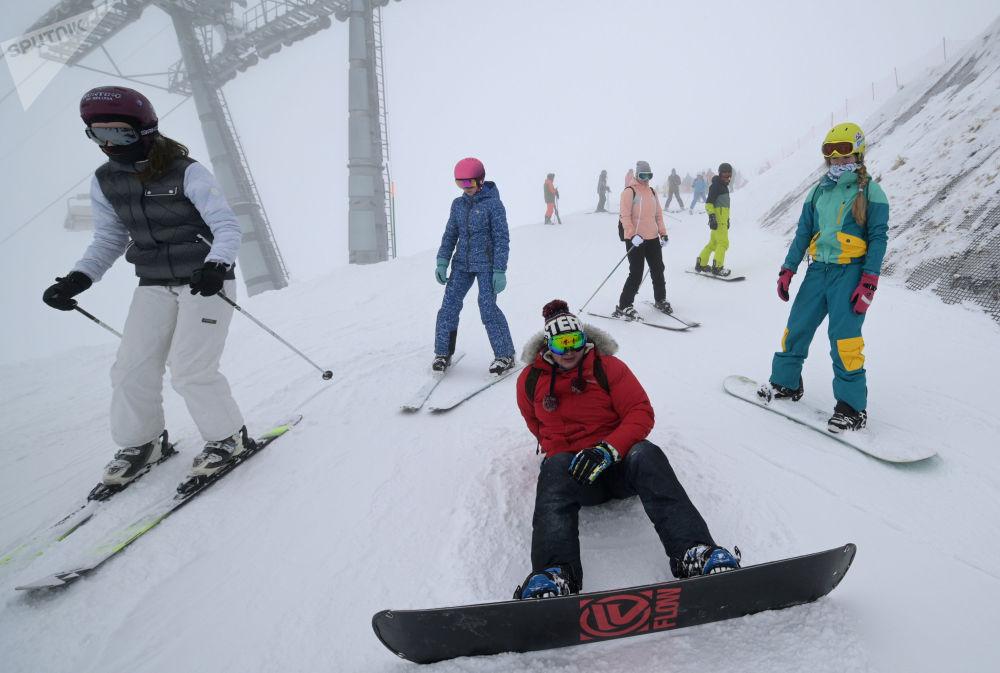 """索契市""""玫瑰庄园""""滑雪度假村。"""