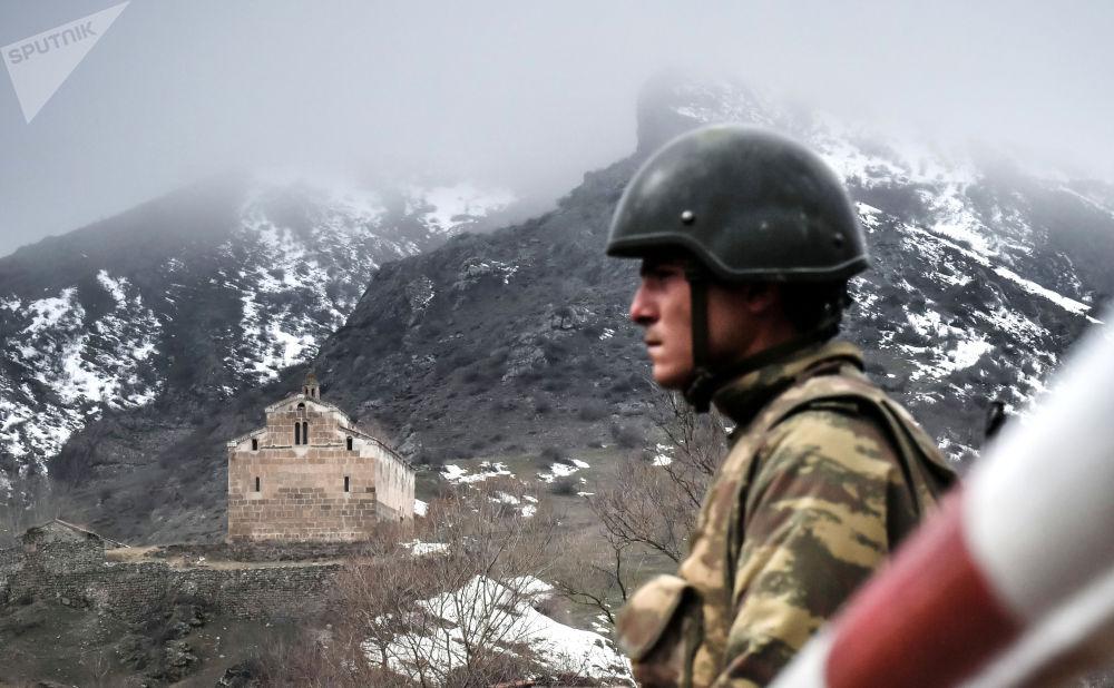 阿塞拜疆拉钦区边检站军事人员。