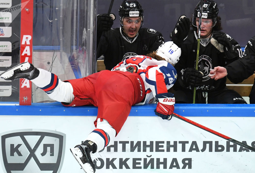 俄罗斯大陆冰球联赛:AK雪豹-中央陆军队比赛。