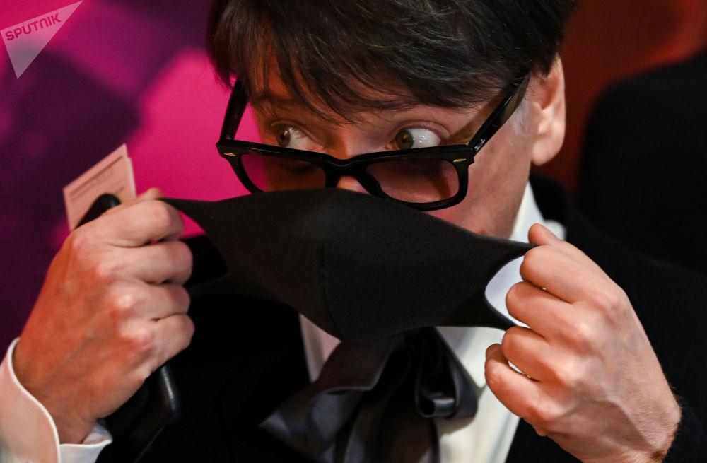 俄罗斯服装设计师尤达什金参加电影纪录片《皮尔·卡丹之家》首映式。
