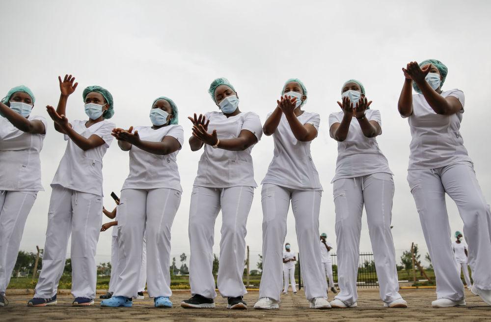 肯尼亚内罗毕女护士。