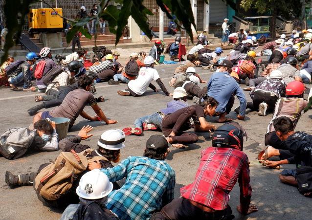 新闻网站:缅甸抗议者与警方的冲突3日造成7人死亡