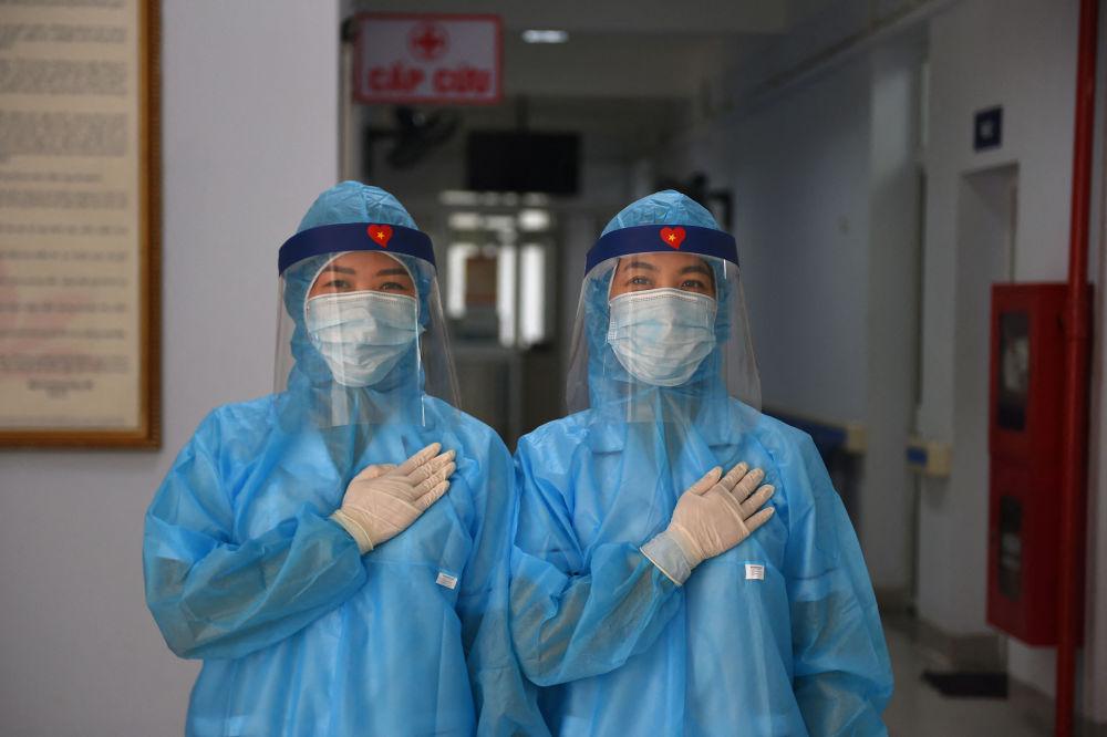 越南河内市新冠病毒检测中心女医师。