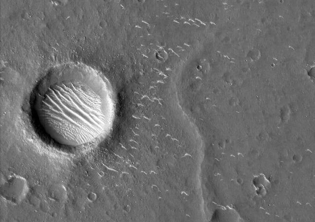 天问一号探测器拍摄的高清火星影像图