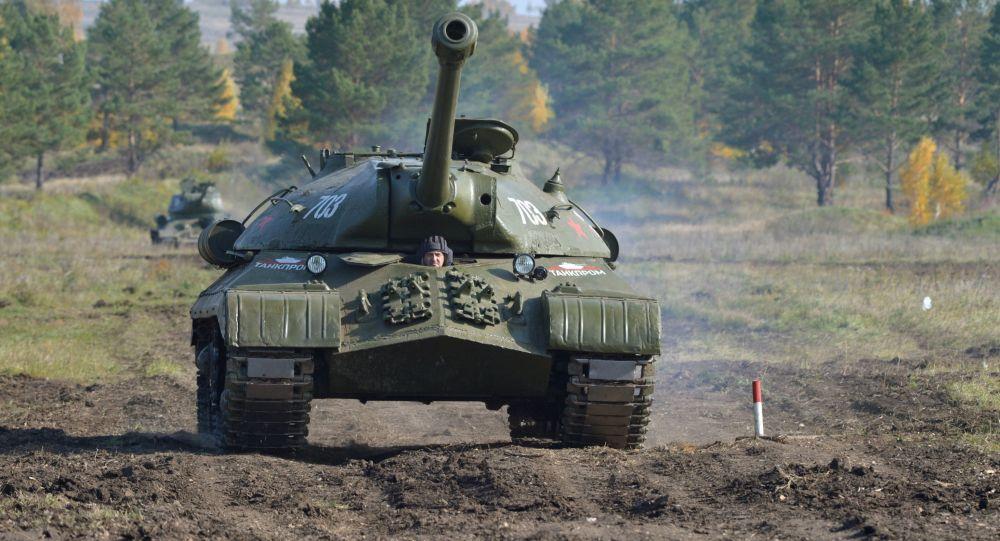 俄达吉斯坦共和国驻军一辆坦克起火 资料图