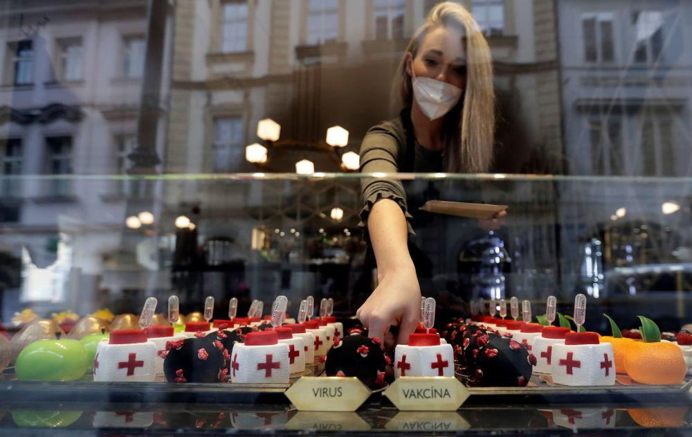 """你可以在捷克首都最古老的咖啡馆——""""黑色麦当娜""""里品尝这种不寻常的甜点。"""