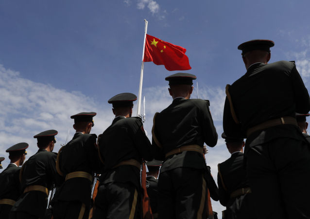 媒体:中国年薪60万00后网红卖掉40万跑车加入海军陆战队