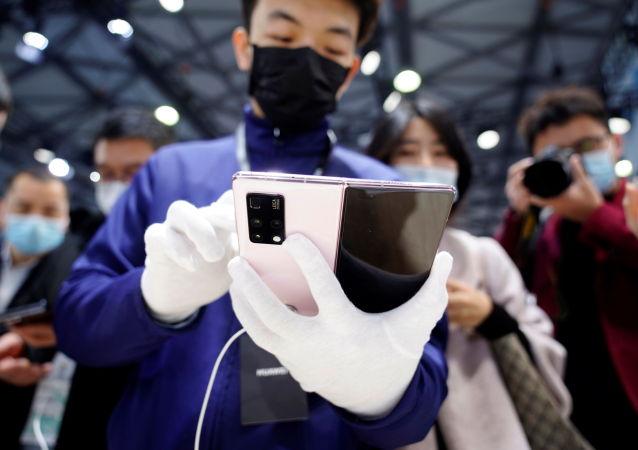 华为:单台5G手机的专利许可收费上限为2.5美元