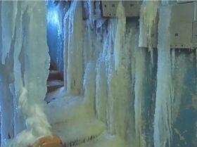 遗弃住宅变身寒冰宫殿