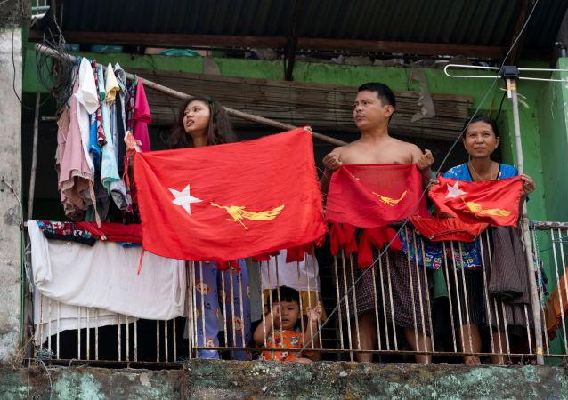 缅甸民众再次走上街头抗议军方