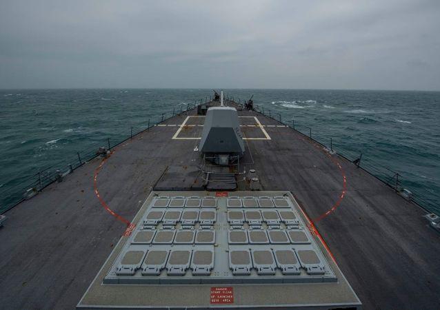 """美国海军阿利·伯克级导弹驱逐舰""""菲恩""""号"""