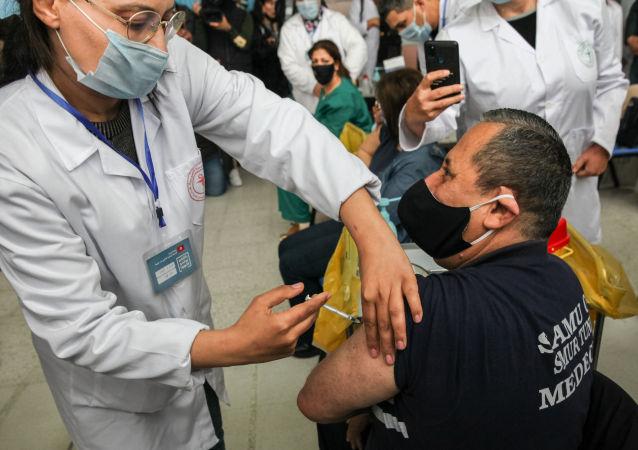 生物学家:若新冠疫苗效果不佳 即使100%接种疫苗的国家也会出现感染率上升