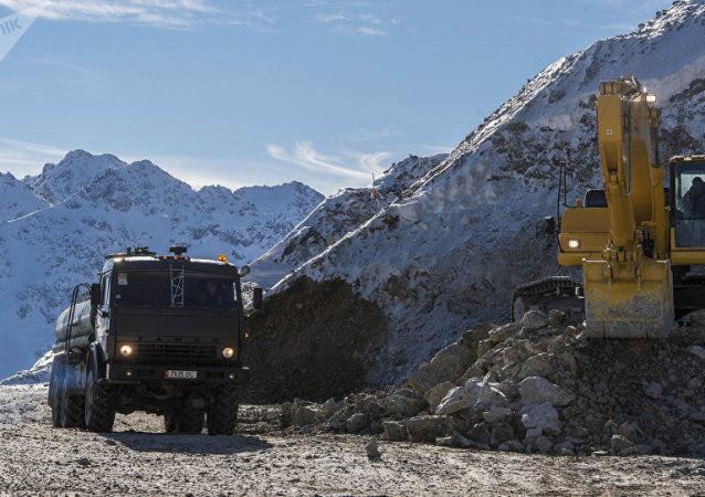 塔拉斯金矿联合企业的金矿床