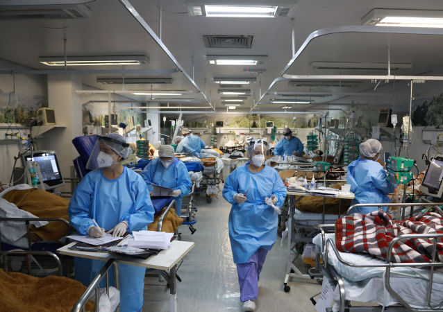巴西卫生部:该国新增新冠病毒感染病例约6.7万例