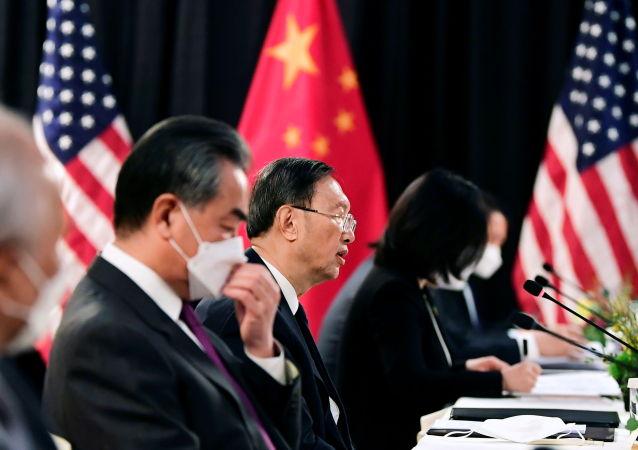 中方在中美高层战略对话期间向美方阐述关于台湾、香港、新疆、西藏问题的立场
