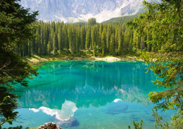 意大利卡瑞扎奥湖美景。