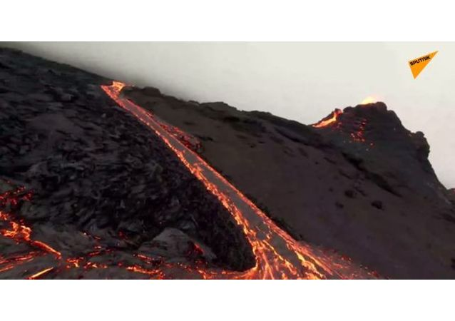 冰岛火山喷发