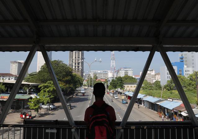 中国向遭遇金融困难的斯里兰卡伸出援助之手