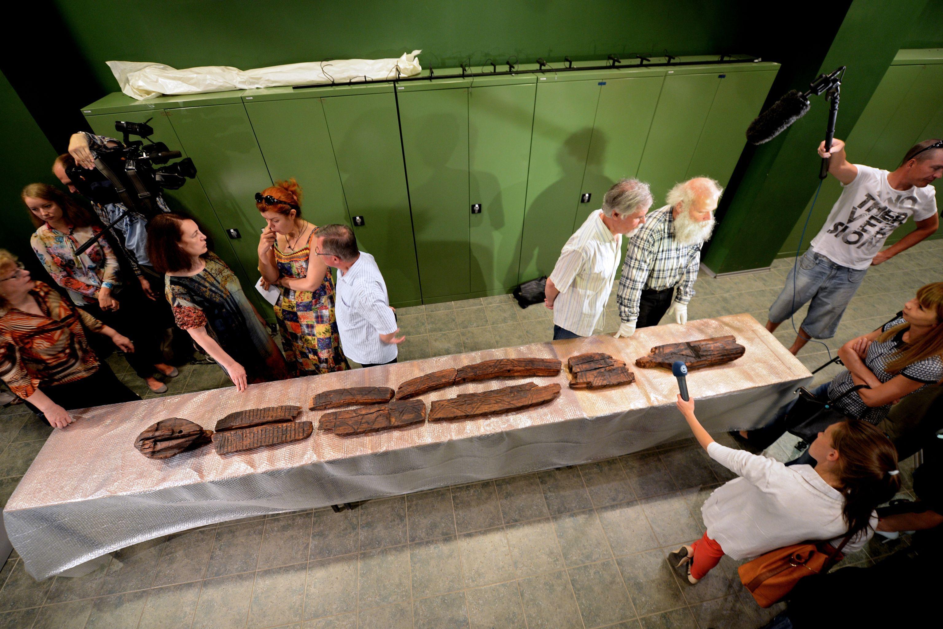 俄罗斯称发现的世界最古老木雕有1.2万年历史比巨石阵还早