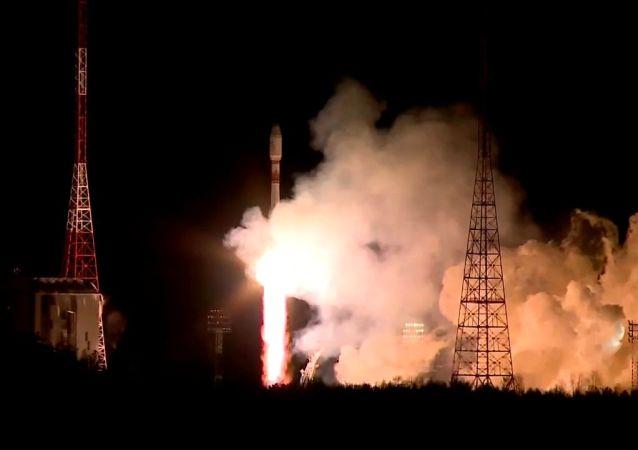 俄航天集团成功将一批英国OneWeb卫星送入轨道