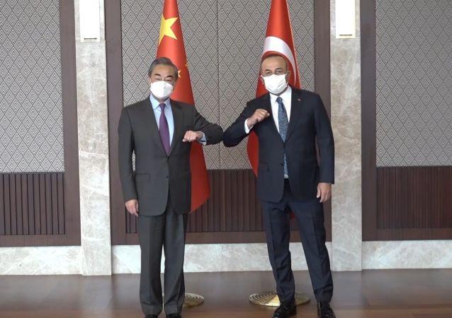 王毅会见土耳其外交部长梅夫卢特·恰武什奥卢
