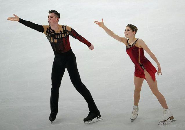 俄罗斯运动员阿纳斯塔西娅•米申娜和亚历山大•加里亚莫夫