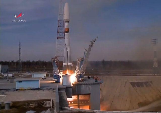 """俄""""联盟""""火箭成功发射36颗英国通讯卫星"""