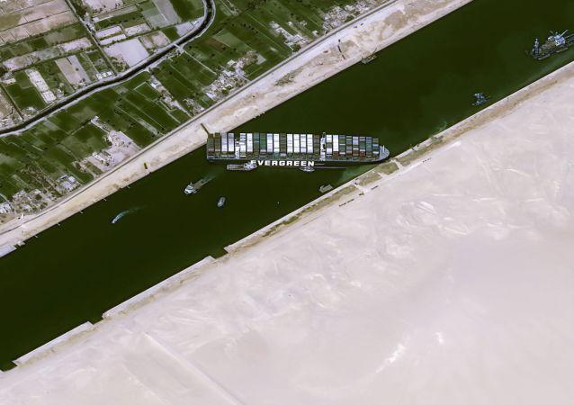 苏伊士运河搁浅货船 长赐号已经脱浅