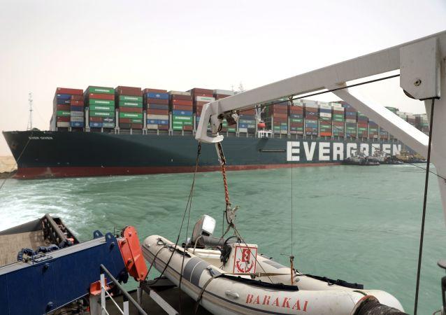 苏伊士运河搁浅集装箱船或于30日开始卸货
