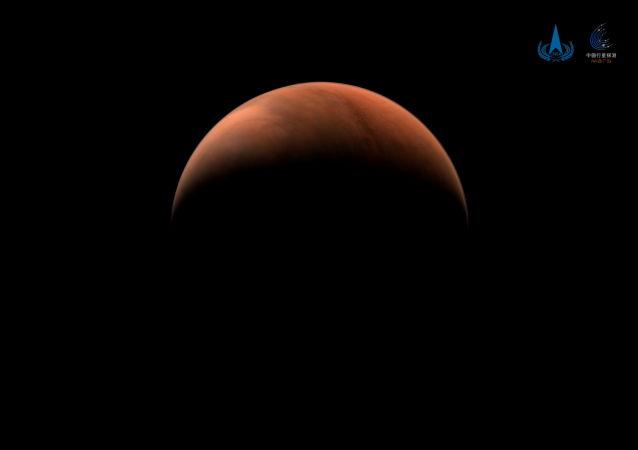 天问一号拍摄的火星