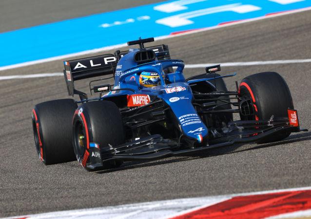 F1赛车手阿隆索在巴林大奖赛上