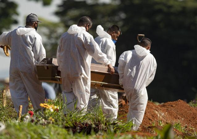 巴卫生部:巴西单日新增新冠病毒死亡病例超2600例