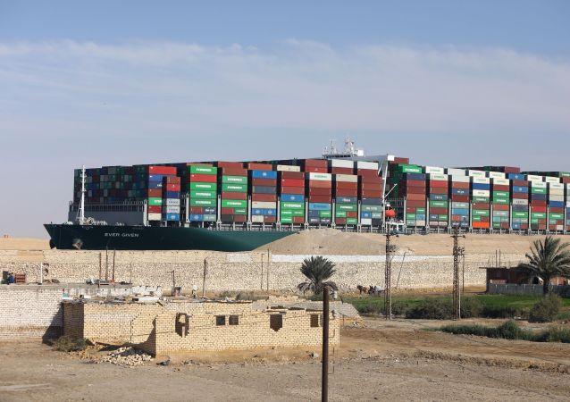 """""""长赐""""号货船在封堵事件调查结束前不得离开苏伊士运河"""