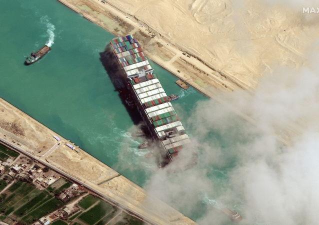 """外媒:埃及法院扣押""""长赐""""号货船直至船东赔付九亿美元"""