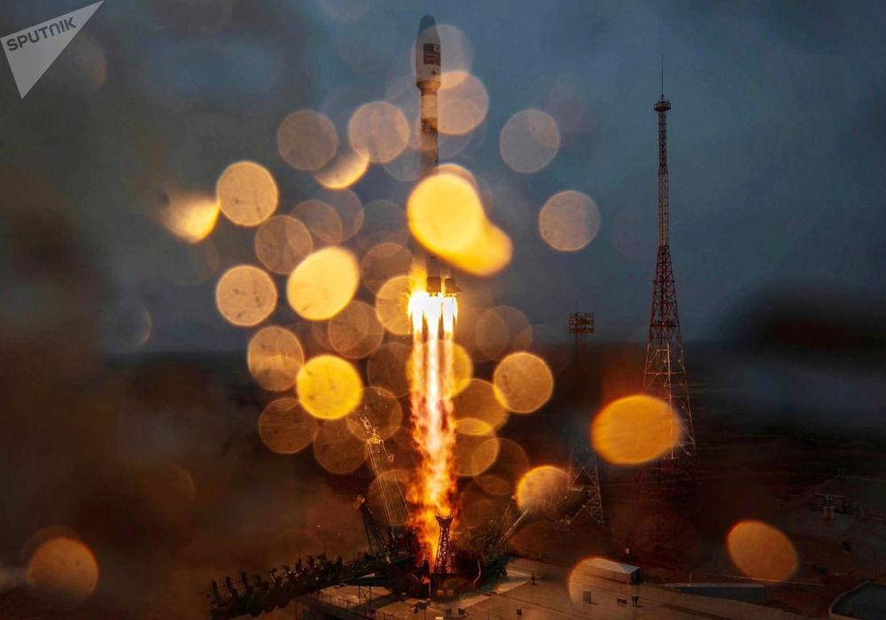 """俄罗斯""""联盟-2.1a""""运载火箭携""""护卫舰""""分离舱在百科努尔航天发射从升空。"""